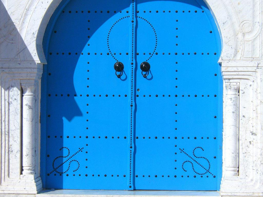 Pose de portes et de portails mantes la ville et limay for Reparer une porte de garage basculante